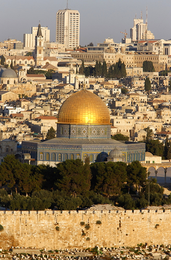 Dome of the Rock and city seen from Mount of Olives, Jerusalem, Israel, Middle East