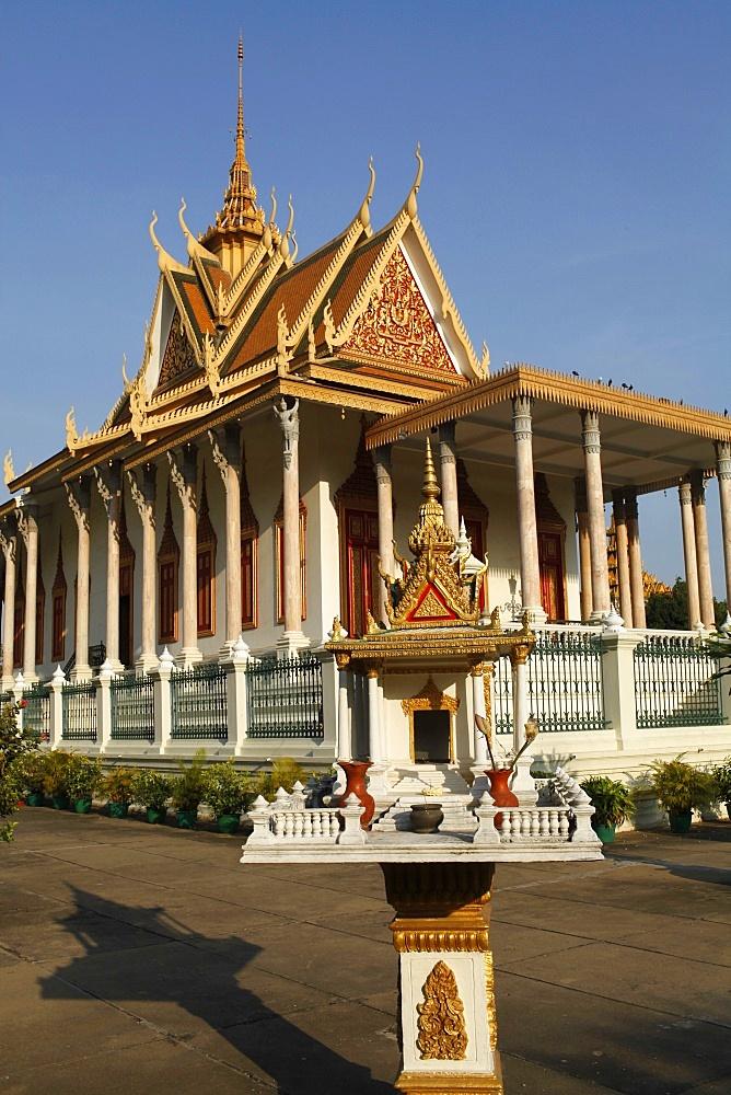 Spirit house outside the Silver Pagoda, Phnom Penh, Cambodia, Indochina, Southeast Asia, Asia
