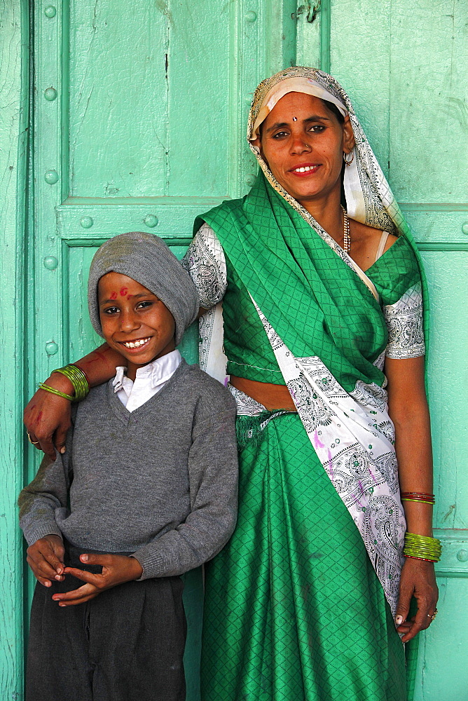Indian mother and son, Nandgaon, Uttar Pradesh, India, Asia