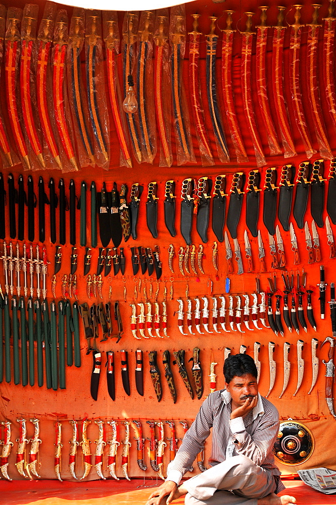 Rajasthani traditional knife seller, Pushkar, Rajasthan, India, Asia