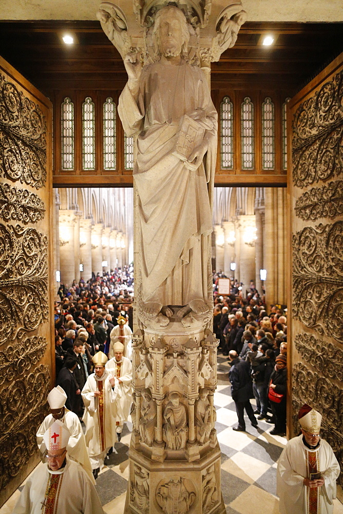 Exit procession, Notre Dame de Paris Cathedral, Paris, France, Europe
