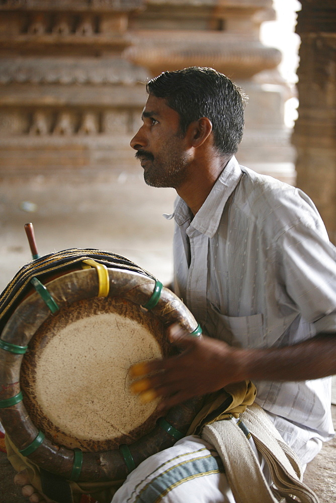 Musician calling for the puja, Trivalenjury temple, Tamil Nadu, India, Asia