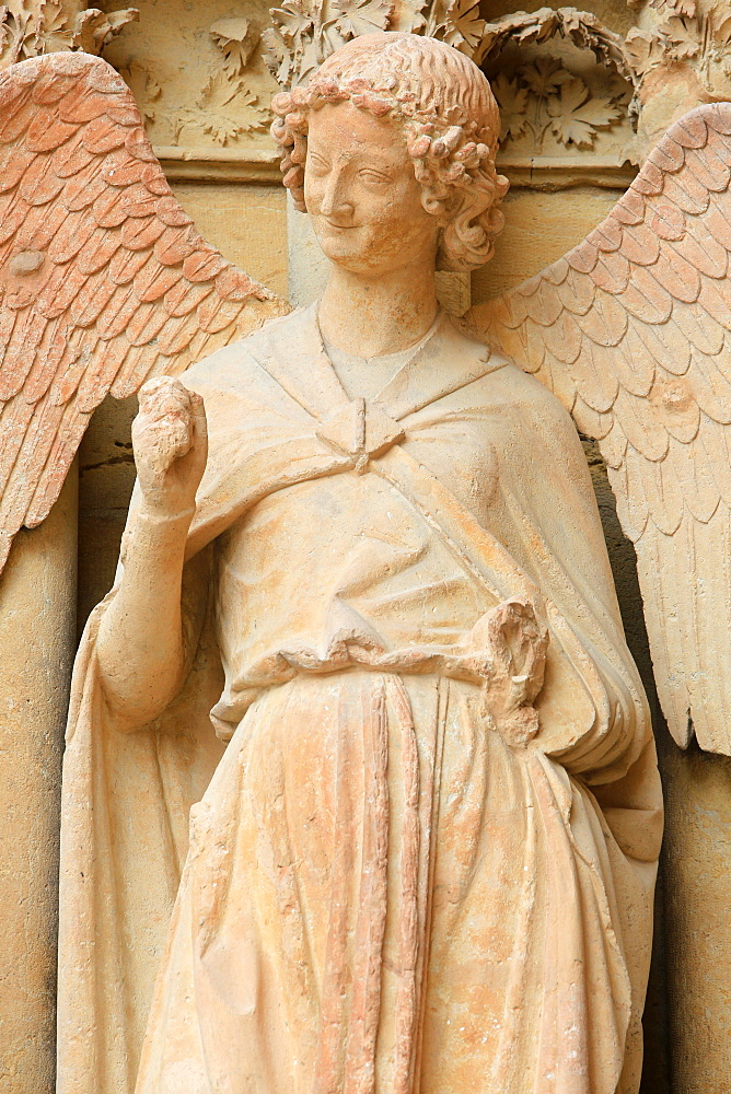 Guardian Angel Saint-Nicaise (Angel in Smile) (Smile of Reims), West Front, left portal of the Notre-Dame de Reims Cathedral, UNESCO World Heritage Site, Reims, Marne, Champagne-Ardenne, France, Europe