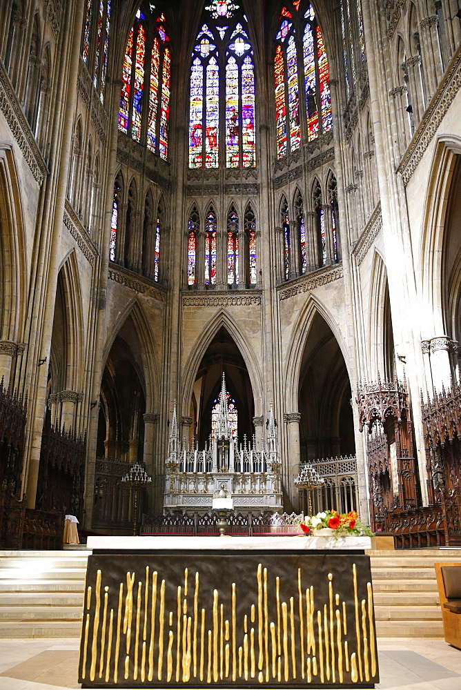 Interior of the choir, Metz Cathedral, Metz, Moselle, Lorraine, France, Europe