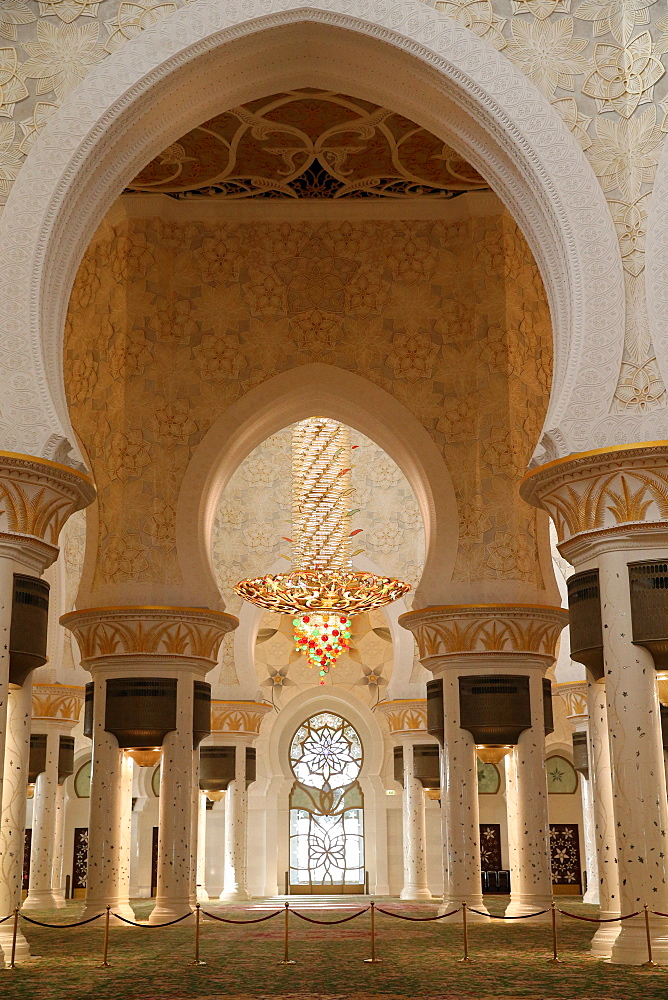Chandelier, Sheikh Zayed Mosque, Abu Dhabi, United Arab Emirates, Middle East