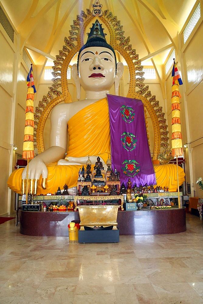 Tall statue of a seated Shakyamuni Buddha, Sakyamuni Buddha Gaya temple, Singapore, Southeast Asia, Asia