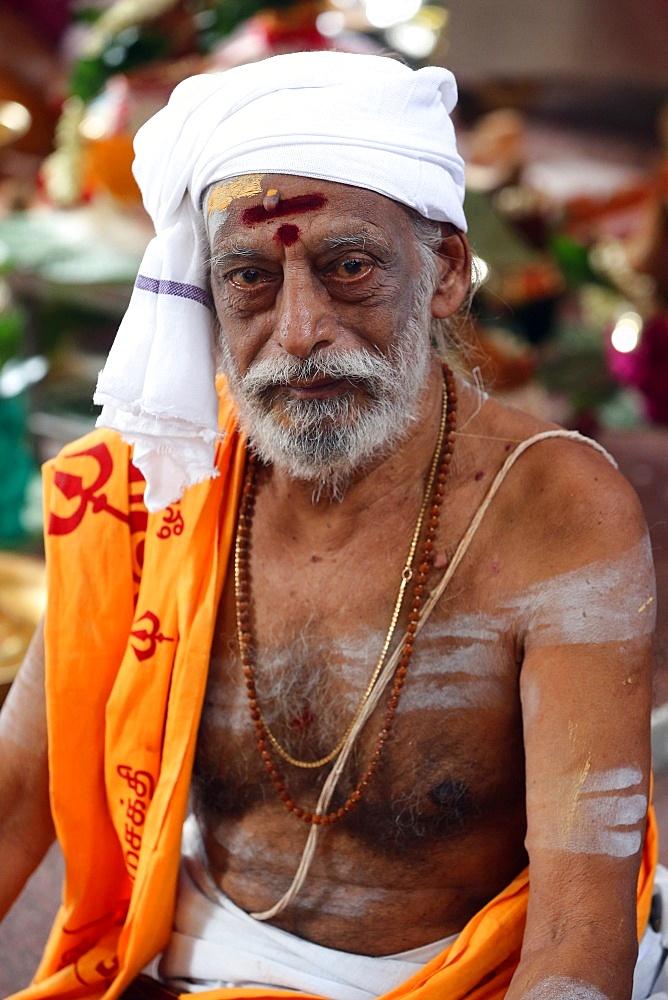 Hindu Brahmin priest, Sri Vadapathira Kaliamman Hindu Temple, Singapore, Southeast Asia, Asia