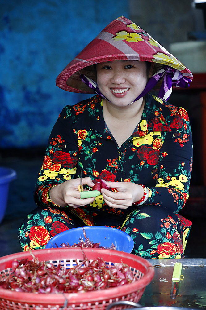Close-up of woman peeling garlic at local food market. Vung Tau. Vietnam.