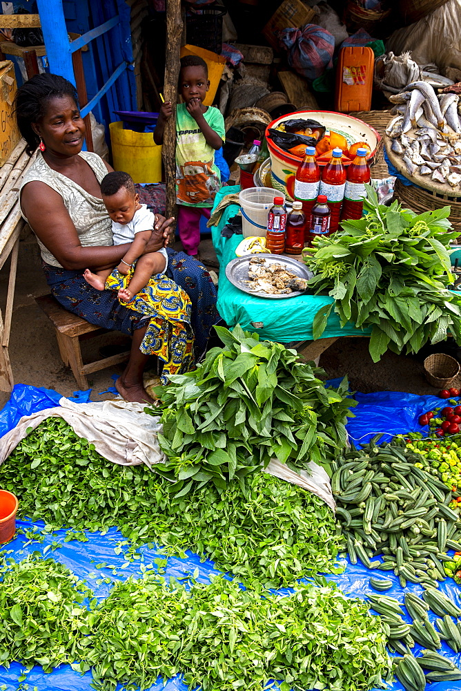 Woman selling vegetables at Kpalime market, Togo, West Africa, Africa - 809-7839