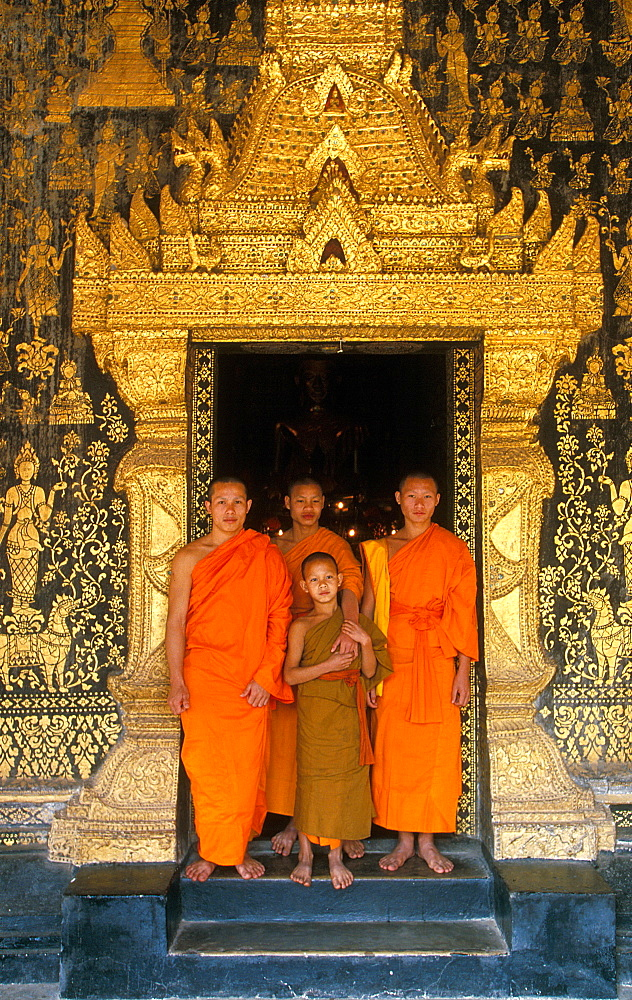 Monks, Luang Prabang, Laos, Indochina, Southeast Asia, Asia