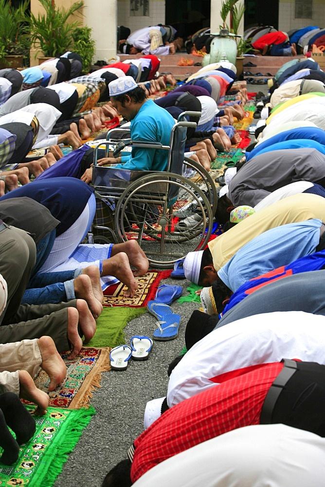 Friday prayers, Masjid Kampung Mosque, Kuala Lumpur, Malaysia, Southeast Asia, Asia - 809-880