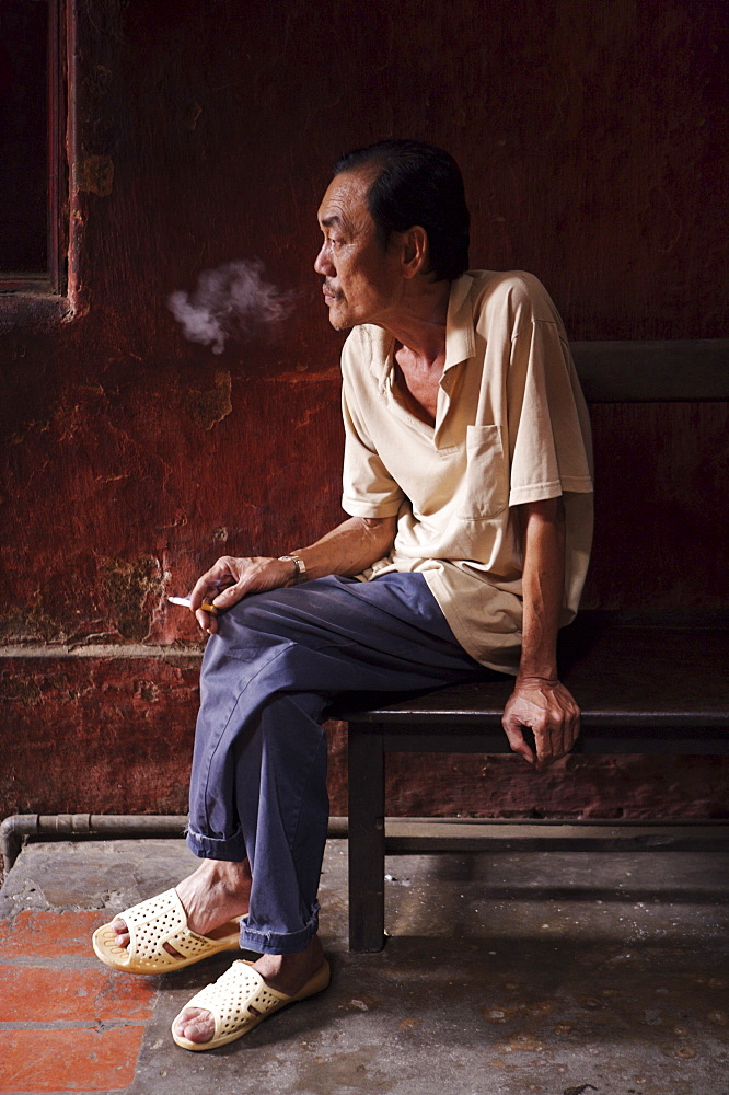 Temple worker smoking, Ho Chi Minh City (Saigon), Vietnam, Indochina, Southeast Asia, Asia - 812-113