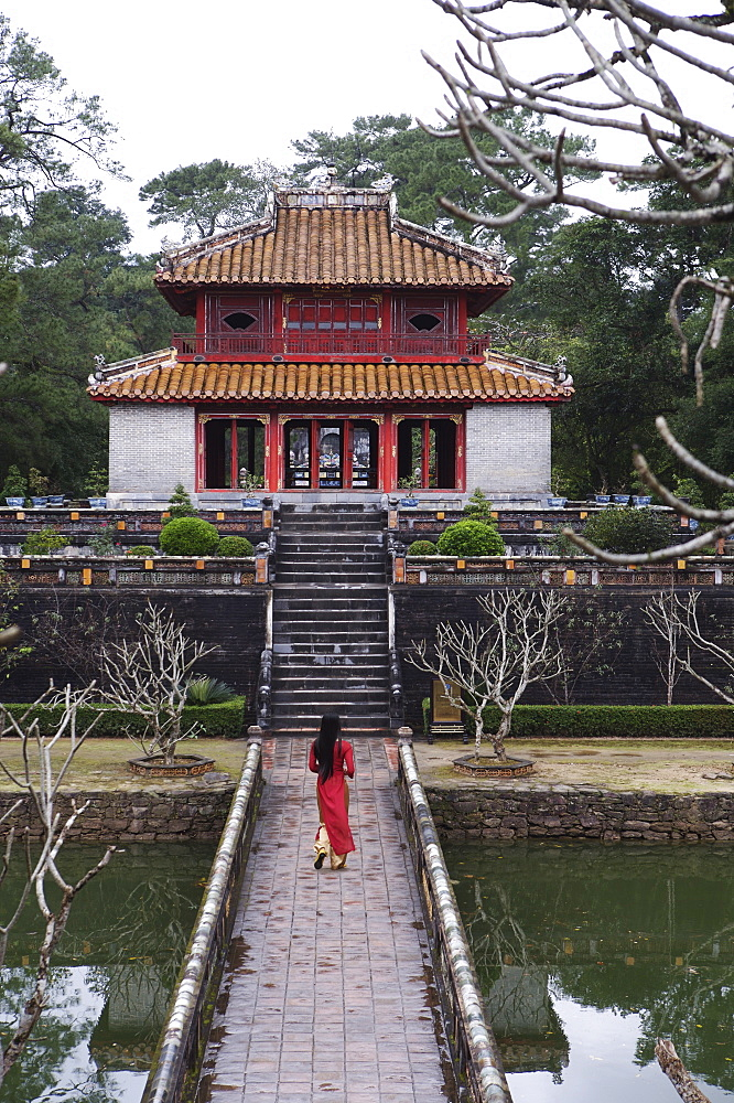Vietnamese schoolgirl walking over bridge to Minh Lau Pavilion (Bright Pavilion), Hue, Vietnam, Indochina, Southeast Asia, Asia - 812-170