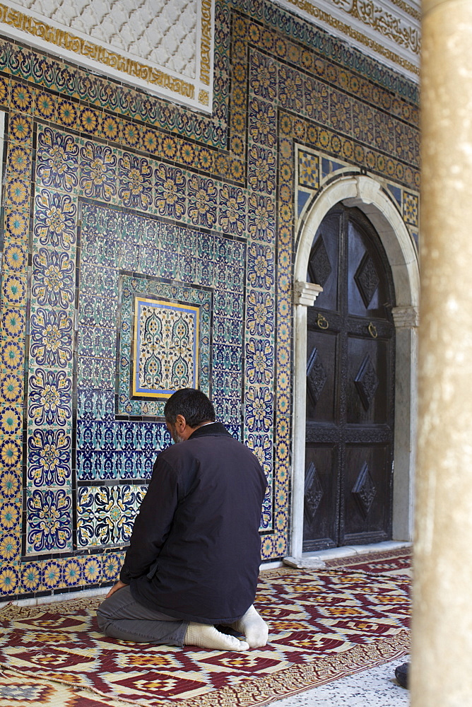 Man praying at the mosque in the suk of the Medina, Tripoli, Libya, North Africa, Africa