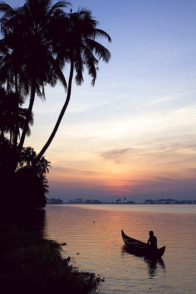 In the backwaters in the area of Allepey, Kerala, India, Asia