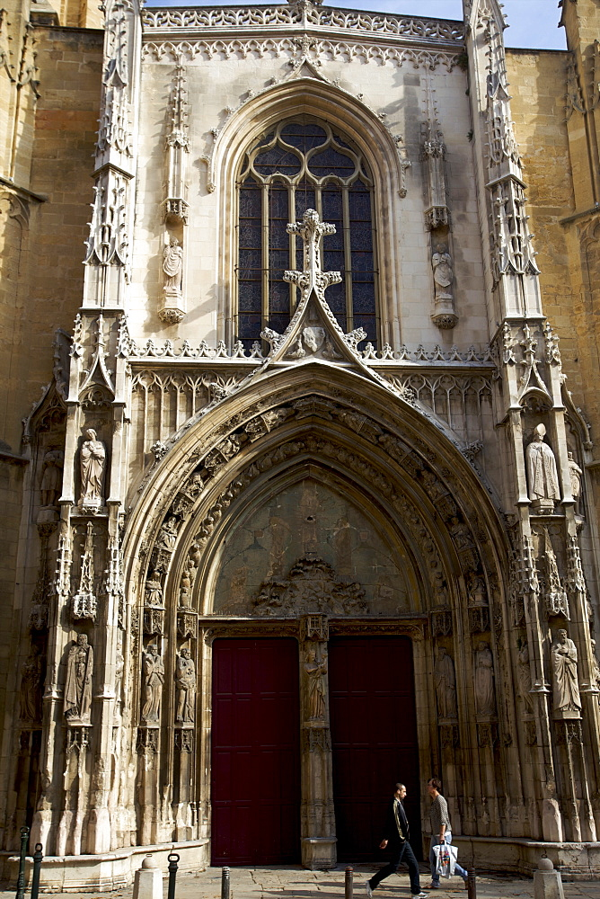 The main cathedral of Aix-en-Provence, Provence, France, Europe
