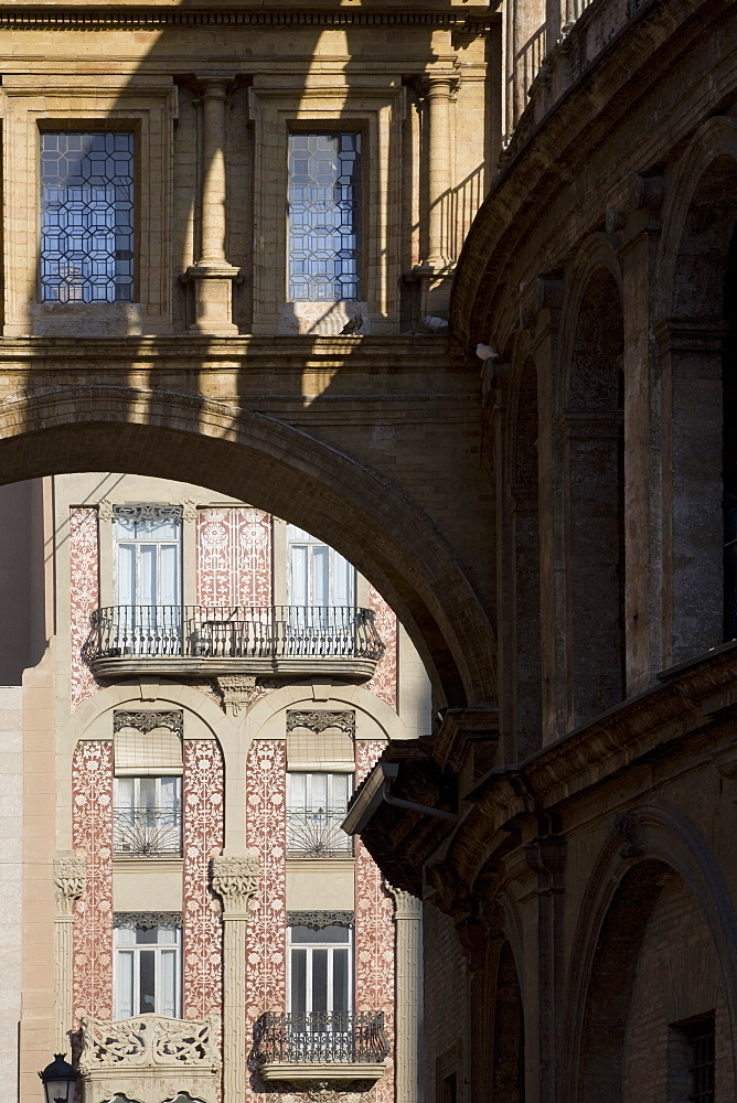 Bridge linking Valencia Cathedral to Basilica de Virgen de Los Desamparados, Valencia, Spain, Europe - 815-2154