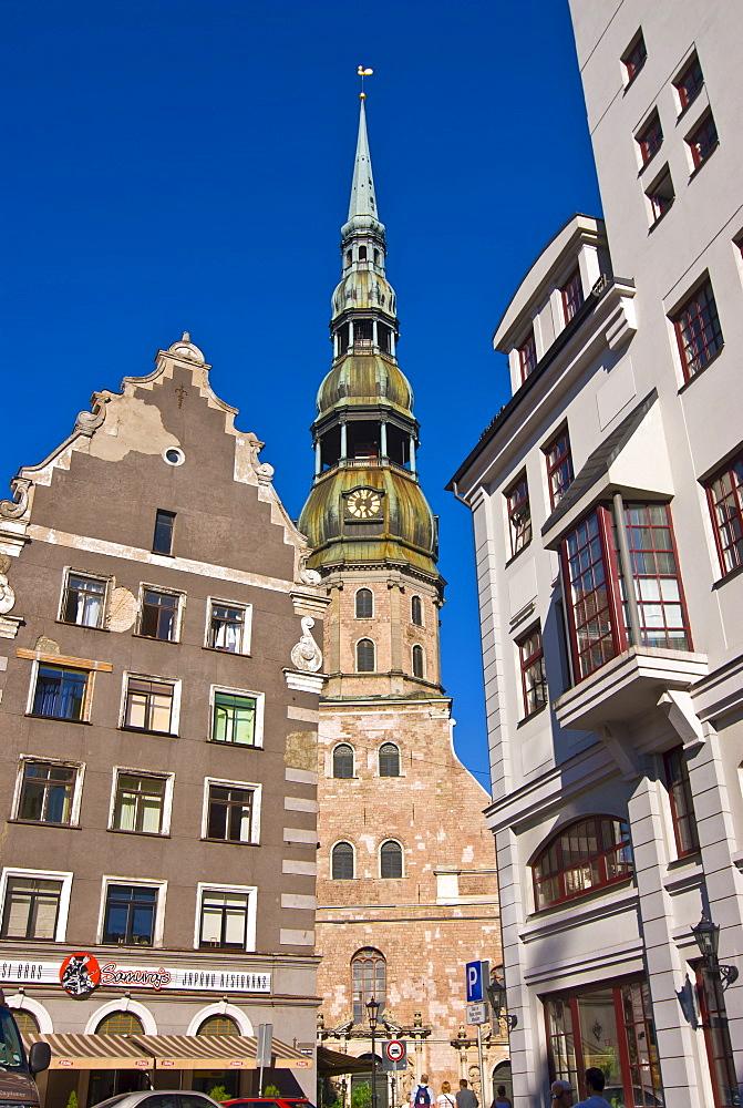 St. Peters church and gothic houses at the Latvian Riflemen Square (Latviesu strelnieku laukums), Riga, Latvia, Baltic States, Europe