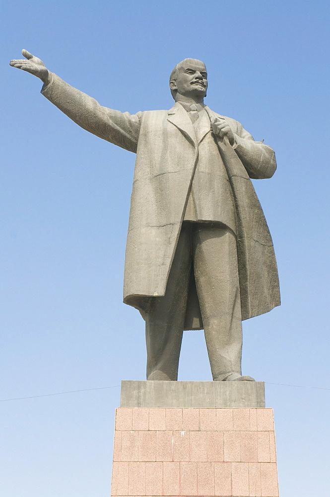 Statue of Lenin, Osh, Kyrgyzstan, Central Asia, Asia