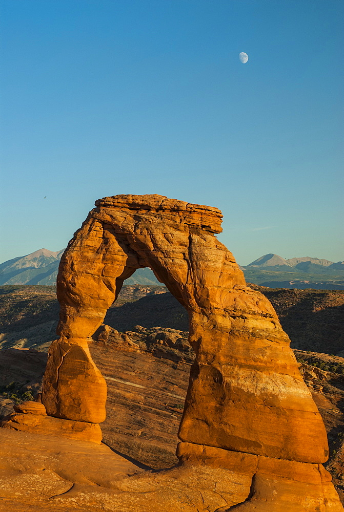 View of Delicate Arch, Arches Bows National Park, Utah, United States of America, North America
