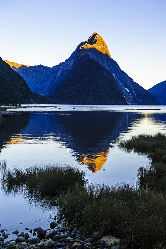 Early morning light in the Milford Sound, Fiordland National Park, UNESCO World Heritage Site, South Island, New Zealand, Pacific
