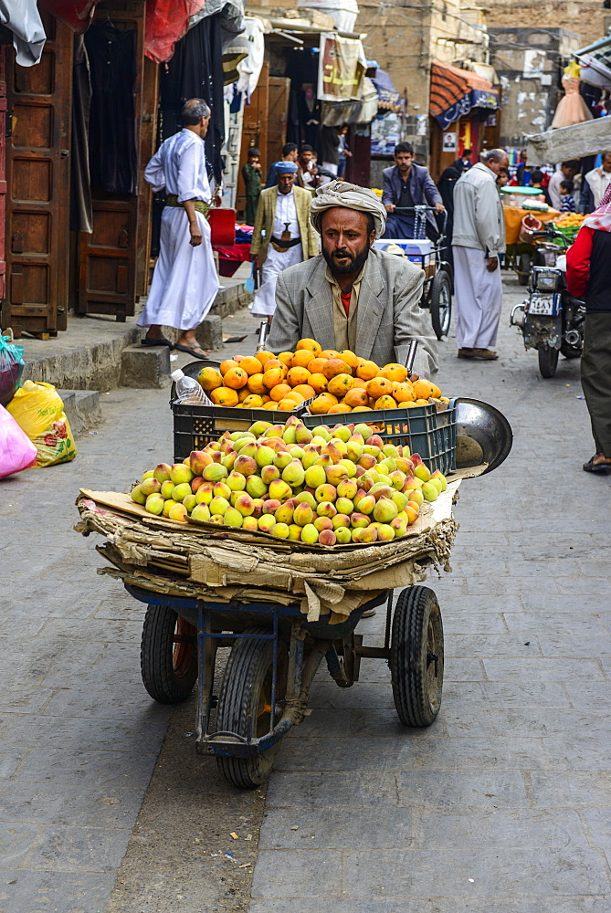 Man selling fruit in the Old Town, UNESCO World Heritage Site, Sanaa, Yemen, Middle East