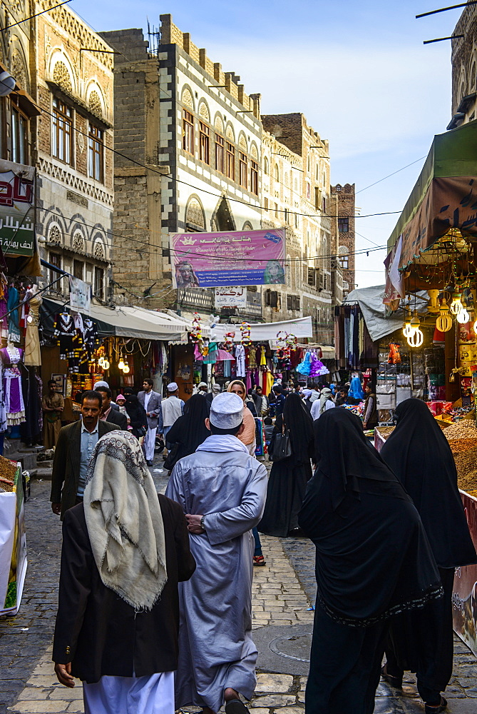 Shopping alley in the Old Town, UNESCO World Heritage Site, Sanaa, Yemen, Middle East
