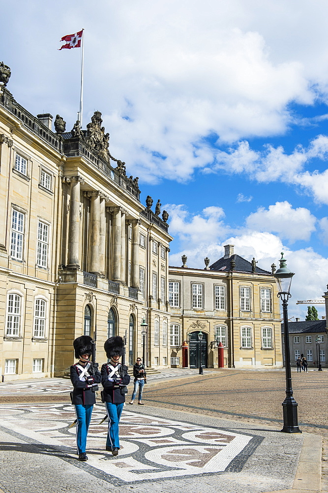 Royal Life Guards, Amalienborg, winter home of the Danish royal family, Copenhagen, Denmark, Scandinavia, Europe