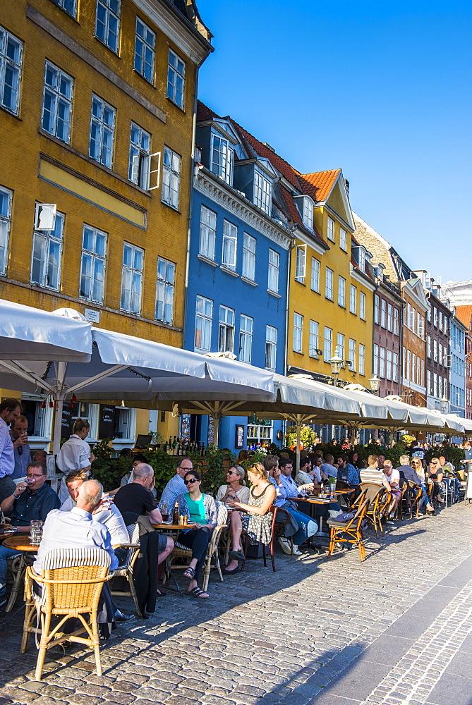 Restaurants in Nyhavn, 17th century waterfront, Copernhagen, Denmark, Scandinavia, Europe