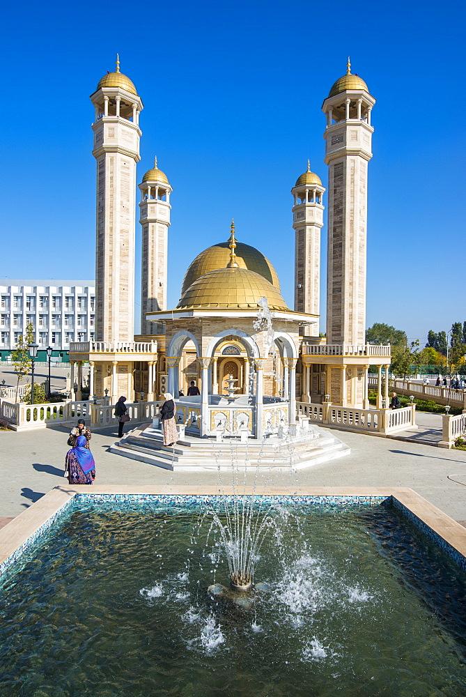 Yusuf Sakkazova Mosque, situated near Grozny Airport, Grozny, Chechnya, Caucasus, Russia, Europe