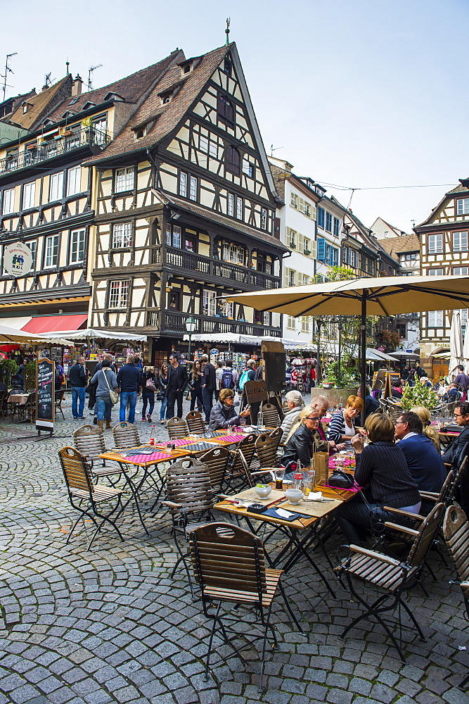 Street cafe on Rue du Maroquin, Strasbourg, Alsace, France, Europe