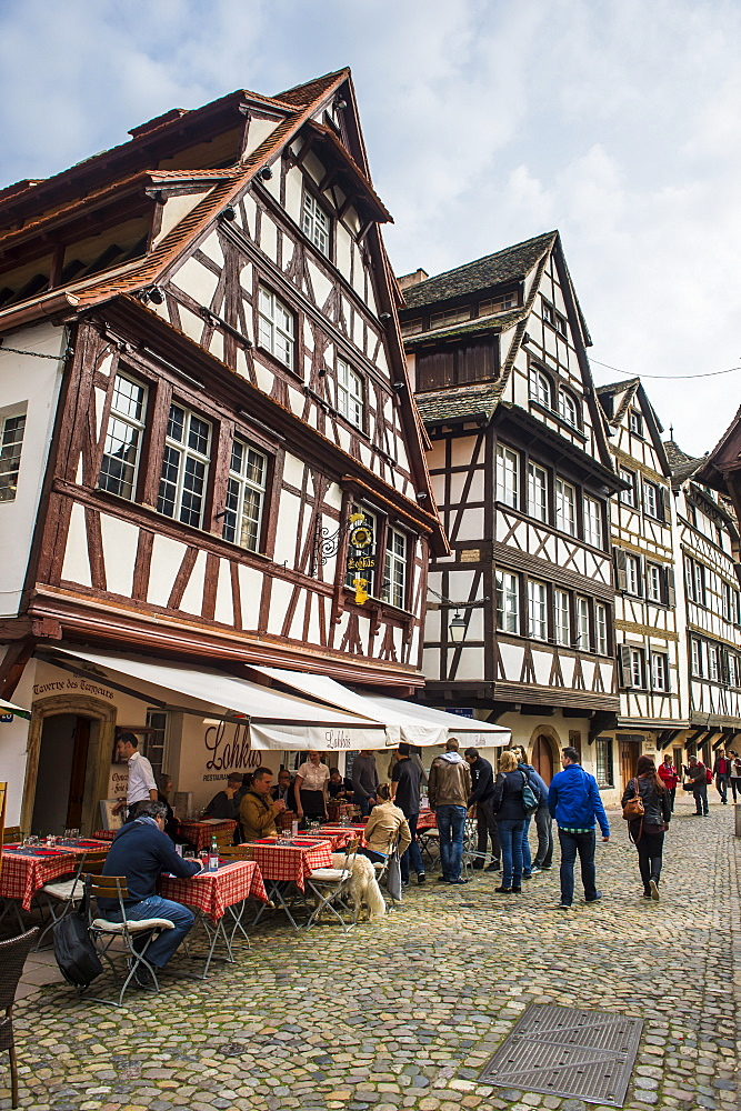 Street cafes in Petite France, UNESCO World Heritage Site, Strasbourg, Alsace, France, Europe