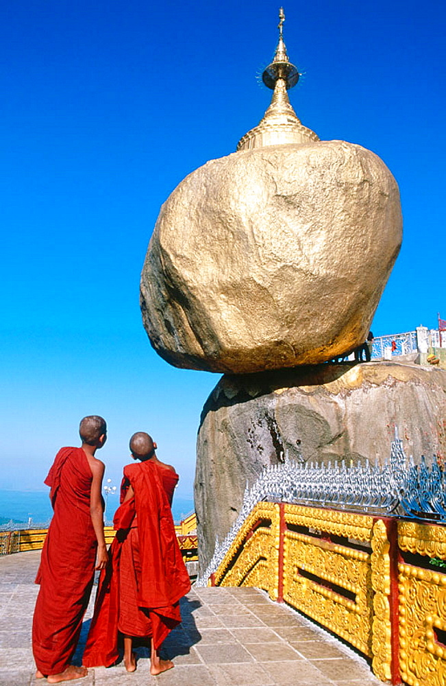 Kyaik-Tiyo Pagoda (The Golden Rock), Kyaikto, Myanmar (Burma)