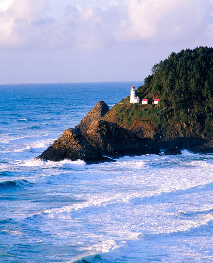 Heceta Head lighthouse, Devil's Elbow State Park, Lane county, Central Oregon coast, Oregon, USA