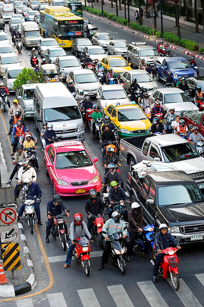 Traffic jam - cars and motorcycle waiting at a red light on Rhatjadamri Road in the centre of Bangkok, Thailand, Southeast Asia - 817-136839