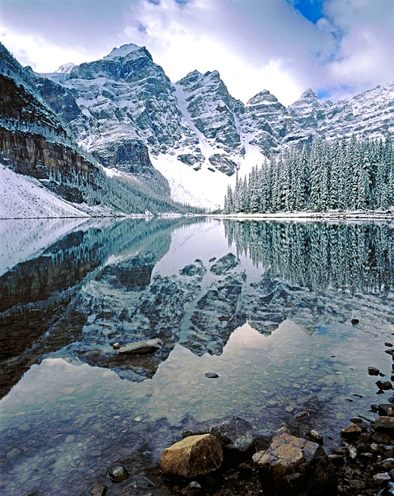 Autumn snowfall on Moraine Lake, Banff National Park, Alberta, Canada - 817-156593