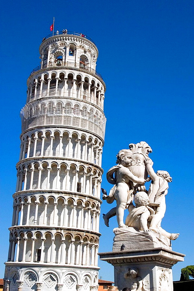 Leaning Tower with the Fontana dei Putti sculpture in foreground, Pisa, Pisa, Tuscany, Italy