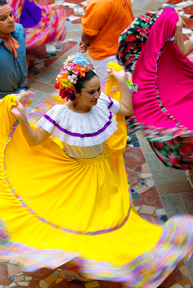 Dancers dressed in Sinaloa costume, cultural performance, Hotel El Fuerte, El Fuerte, Mexico - 817-170701