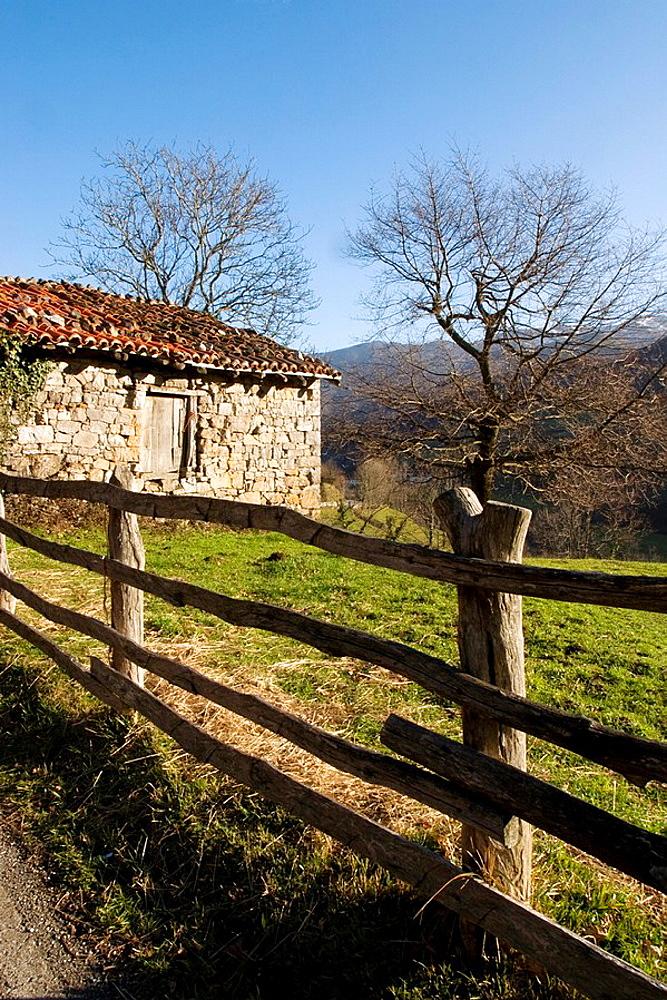 Cabana de pastores en el pueblo de Soto de Caso  Parque Natural de Redes  Concejo de Caso  Asturias  Espana