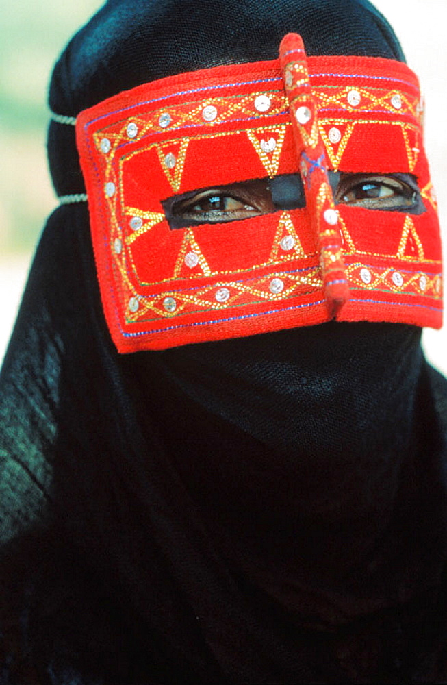 Woman in chador, Iran - 817-1796