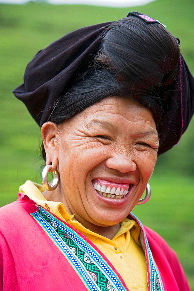 Red Yao woman with a big big smile, Guilin, China