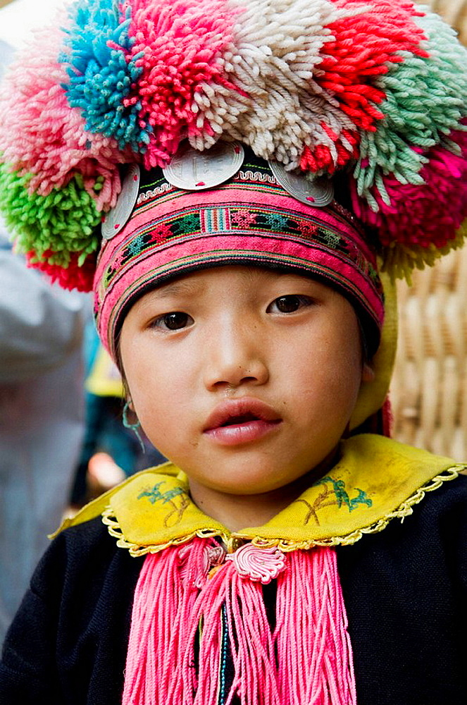 Portrait of a colorful Yao girl - 817-200479