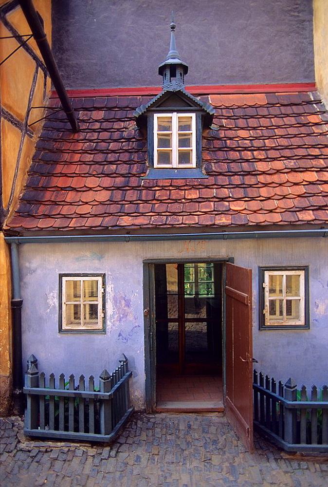 GOLDEN LANE, CASTLE DISTRICT, PRAGUE, CZECH REPUBLIC