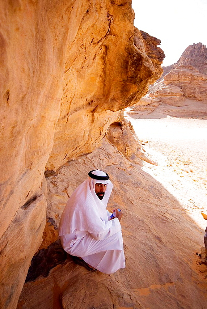 Saudi Arabia, Jubbah, arab under a cliff