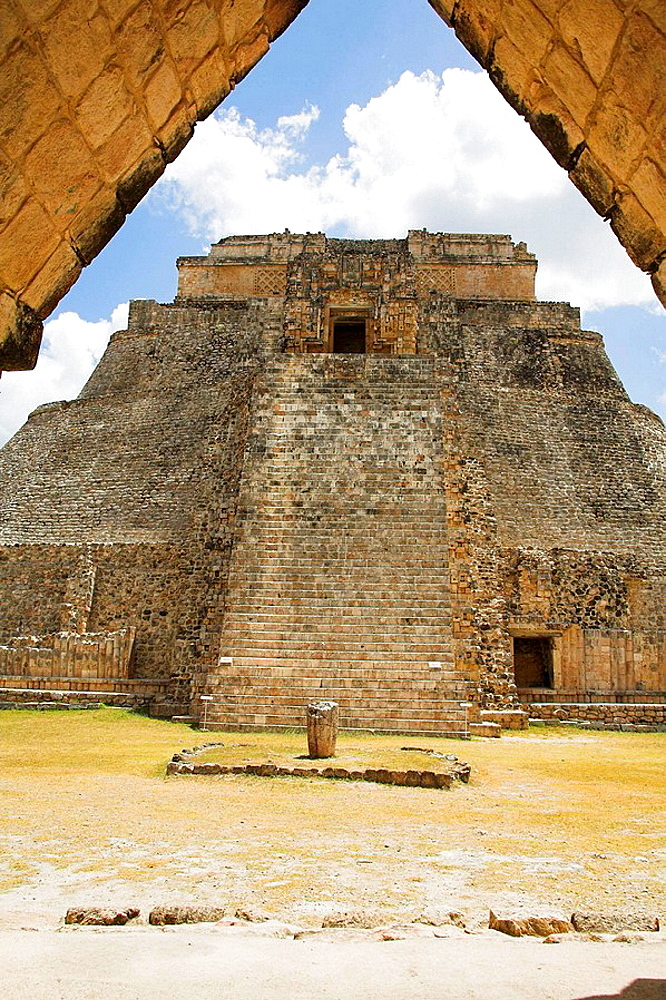 Piramide del Adivino, Pyramid of the Magician, Uxmal Archaeological Site, Uxmal, Yucatan State, Mexico