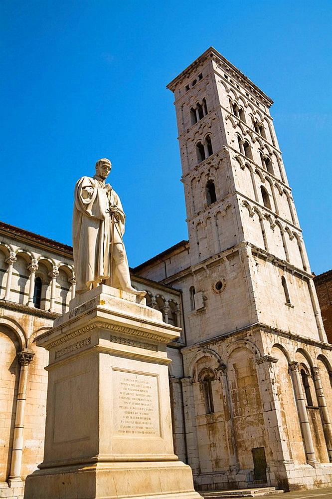 San Michele in Foro Church and Francesco Burlamacchi statue, Piazza San Michele, Lucca, Tuscany, Italy