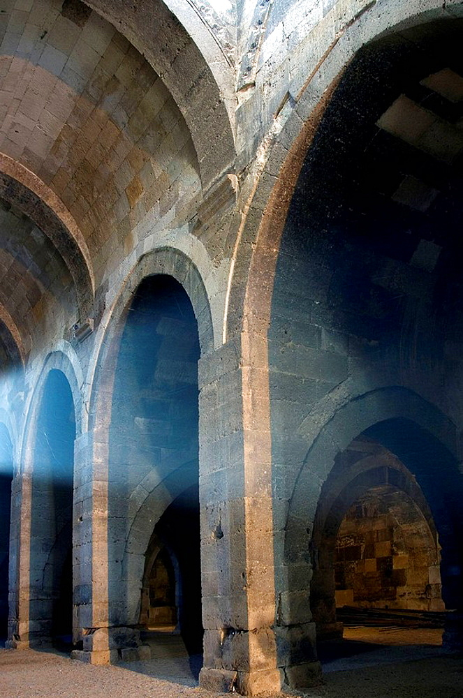 Sultanhani caravansary, The largest of all Seljuk caravansaries in Anatolia, Interior arches and columns, Turkey