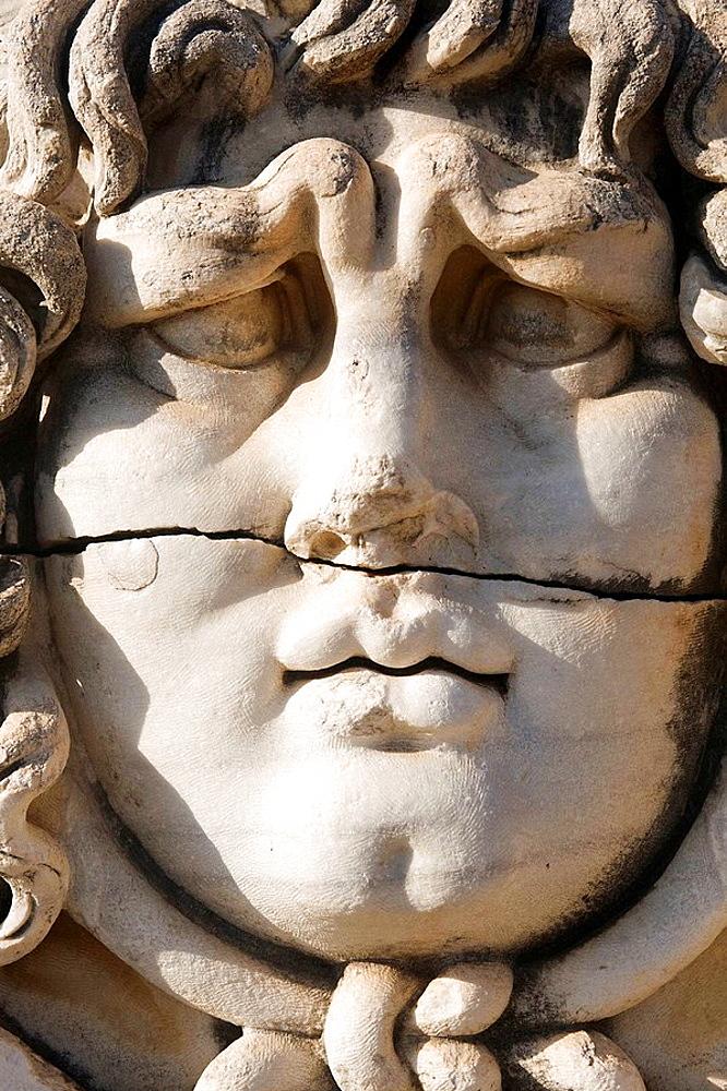 Medusa head, Apollo temple, Didyma, Turkey Tete de Meduse, Temple d'Apollon, Didymes, Turquie Medusenhaupt, Apollon-Tempel, Didyma, Turkei