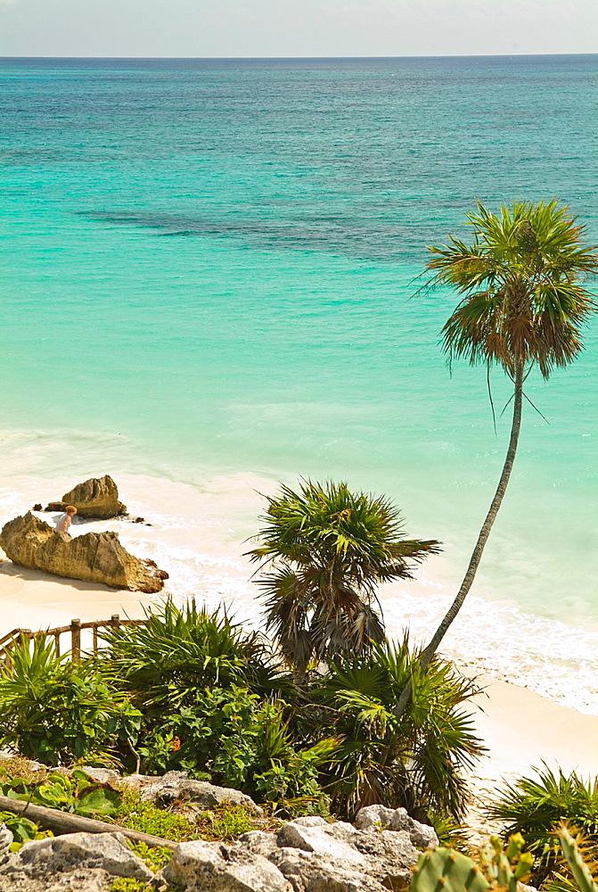 Mexico, Riviera Maya, Mayan Ruins at Tulum over looking the beach on Carribean Sea