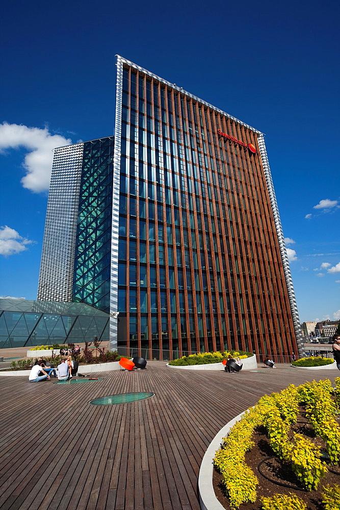Lithuania, Vilnius, riverfront plaza by the Swedbank building, Snipiskes Area